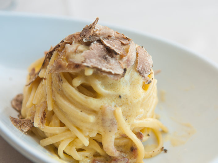 spaghetti-carbonara-with-truffle-restaurant-rome